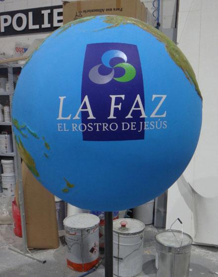 globo tierra continentes en relieve, 90 cm diametro con logo para congregación
