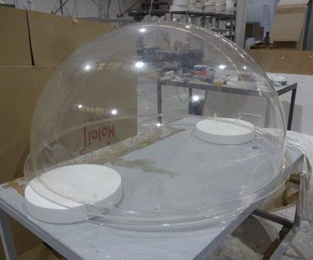 Semiesfera de metacrilato 130 cm de diametro , con solapa perimetral