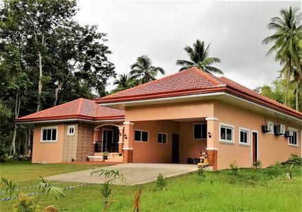 お隣りの豪邸:完成と同時にフィリピン人奥様の家族が引っ越してきました