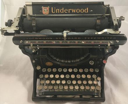 Máquina de escribir UNDERWOOD modelo 12, fabricada por Underwood Typewriter Co. (USA) para el mercado español, s/n 159967, año 1917