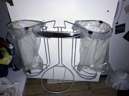 Affaldstativer til sortering i et køkken med click- in beslaget skrevet af Christoph