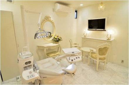 矯正治療やホワイトニングはサロンのようなプライベート空間で治療を受けて頂けます