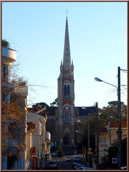 La Basilique Notre Dame vue depuis la Jetée de la Chapelle, Arcachon en Ville de Printemps, Bassin d'Arcachon