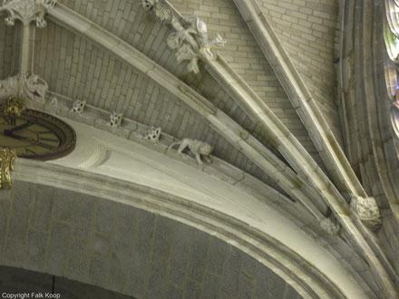 Bild: Das Gewölbe der Basilika Notre-Dame d'Alençon