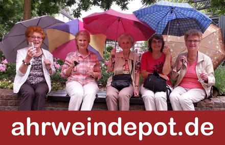 Weinverkostung am Ahrweiler Marktplatz. Eine Weinprobe der Ahr der besonderen Art.
