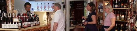 Umfangreicher Weinausschank im Ahrweindepot am Ahrweiler Marktplatz