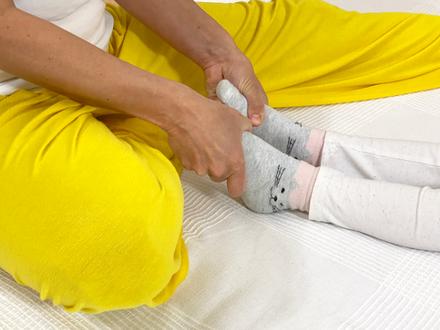 Shiatsu für Kinder Füße halten um zu erden