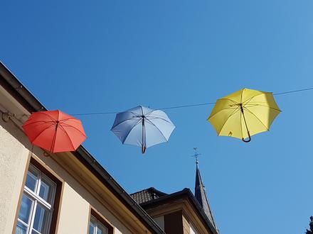 Schirme am Himmel, Kempen