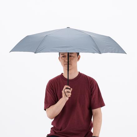 <親骨サイズ55cmの傘、比較すると少し小さく感じる>