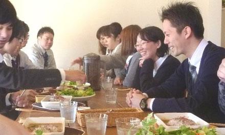 若手社員との昼食会の様子