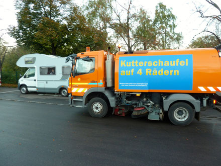 Schwäbische Gründlichkeit. Die Kutterschaufel rückt an. Stellplatz Blühendes Barock, Ludwigsburg