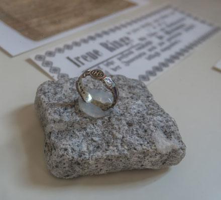 © Traudi - Nachbildung des Ringes