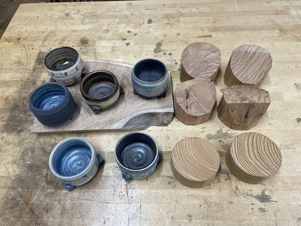 蓋物の本体に合わせてチョイスした材料(桜とケヤキ)。FUTAMONO-YA、陶芸家森下真吾と家具工房ZEROSSOの木工作家清水泰とのコラボレーションブランド。