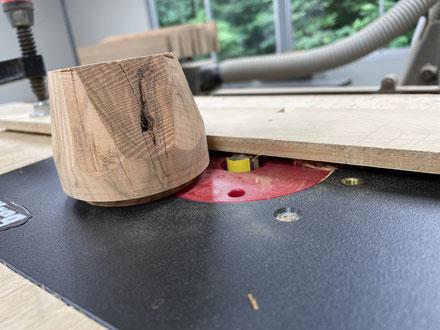 器に合わせて蓋の加工。FUTAMONO-YA、陶芸家森下真吾と家具工房ZEROSSOの木工作家清水泰とのコラボレーションブランド。