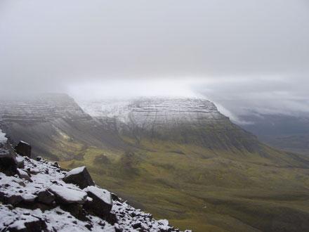 Ausblick nach Osten auf die Nebengipfel des Esja (ca. 840 m hoch).