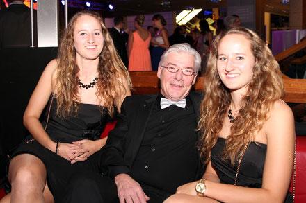 Gerald Barth mit den Dongus-Zwillingen.