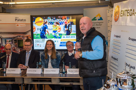 Klaus Schindlmeier begrüßt die Gäste der Presserunde in der Kreativwerkstatt des Palatins.