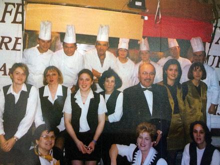 La brigade et les cuisiniers de la Ferme de Champreux dans les années 90.