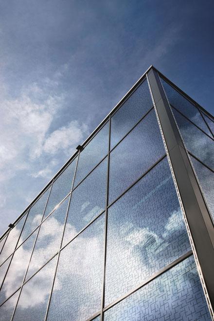 Vogelschutzglas bei Heideglas Uelzen mit integriertem Muster. © Glas Trösch