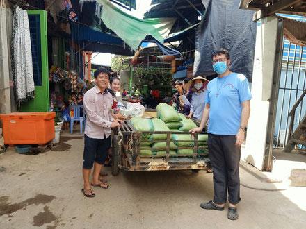 En route pour la distribution de l'aide alimentaire !