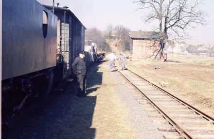 1961 Der Abbauzug hält im Bf Eschenau