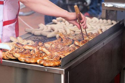 Teamevent Frankfurt Ideen Menschenkicker Turnier mobil Human Table Soccer Riesenkicker Grill