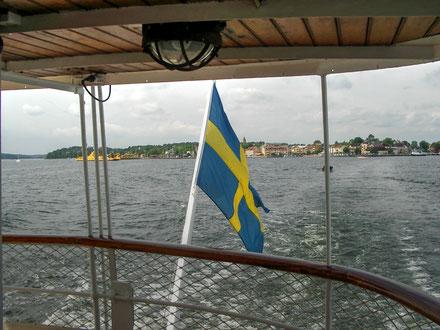 Schwedische Flagge am Heck eines Schärendampfers