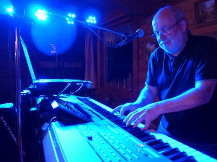 Hans-Werner am Keyboard