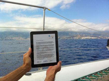 Post im Urlaub auf dem Boot lesen