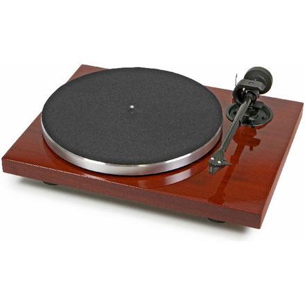 Plattenspieler Pro-Ject Xpression Carbon Classic, mahagoni mit Ortofon 2M Silver, UVP 840,- €