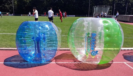Bubble Soccer für Kinder mobiles aufblasbares Fußballfeld Fußballumrandung Soccercourt Menschenkicker mieten Verleih