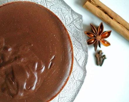 Schokoladen-Chai-Pudding mit Chai-Sirup