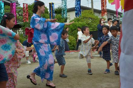 年長さくら組は、自信たっぷりで踊ります。