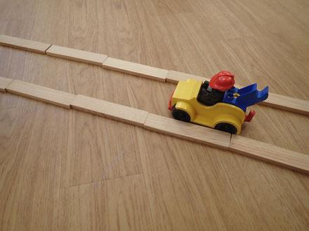 車はレゴです。