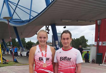 Annika Schepers mit ihrem Trainer Marcel Fieder