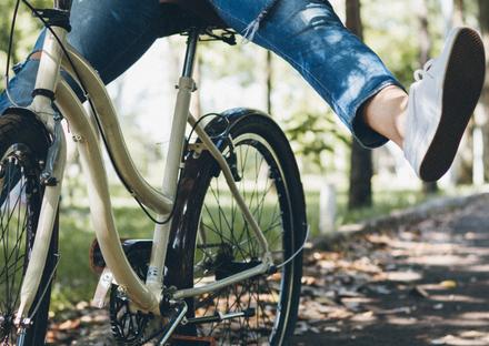 自転車に乗っている写真