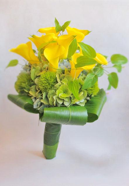 カラーと紫陽花を使ったクラッチブーケ