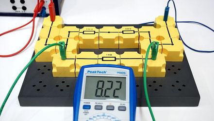 Spannung und Stromstärke in einer kombinierten Serien- / Parallelschaltung