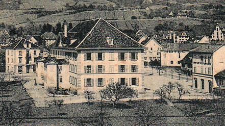 das Pestalozzi-Schulhaus (hier etwas später um 1900) behrbergte einen Monat lang 540 internierte französische Soldaten