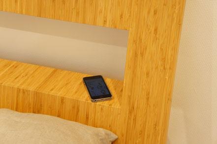 棚部分は文庫本やスマートフォンを置くのにちょうど良い。