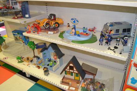 playmobil locatroc family, jouets occasion, camion police, pompiers, maison, pirates, chantier, ferme, chateau ,hopital, ecole