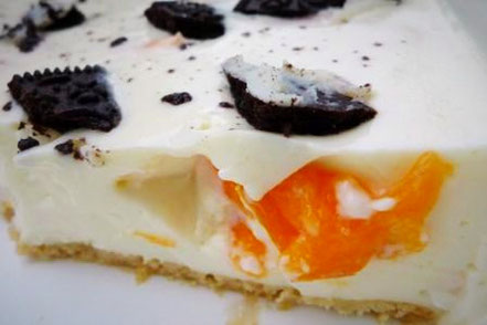 Zitronen-Kokos-Joghurt-Quarkkuchen mit Oreo-Keks und Aprikose