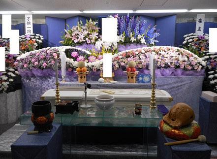 家族葬の生花祭壇