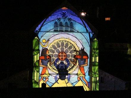 Die Zukunft auf der Fassade der Abteikirche