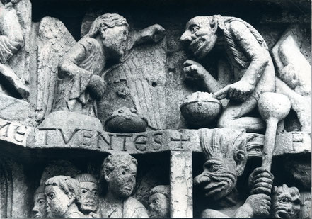 Conques, Sainte-Foy: No. 16 Pesée des âmes. L'atelier du Regard, Orsay, cliché A. Allemand, photographie véritable – Kunstpostkarte, Slg. Zachow