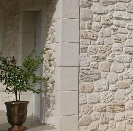 Enduit pierre type pilier