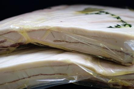 イノシシ肉のバラ肉ブロックの写真