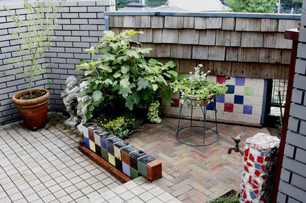 庭 レンガ敷 1