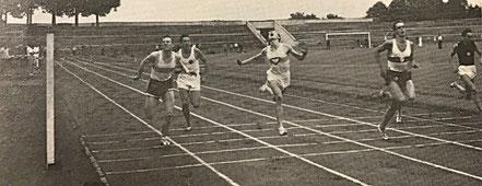 Bernhard Krakau (2. von links) im Zwischenlauf über 100 m beim DJK-Bundessportfest 1961 in Nürnberg.