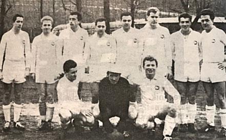1. Fußballmannschaft 1963 | (stehend von links) B. Krakau, G. Jungfleisch, P. Pressmann, G. Buschlinger, W. Eich, M. Luck, H. Schales, A. Betz | (kniend) J. Stief, D. Lang, H. Schorr